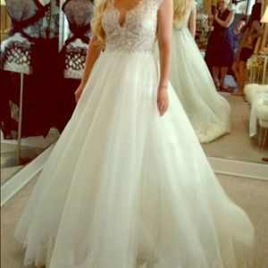 Size 8 Ella Rosa wedding dress